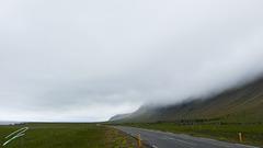 nebel rollt von den bergen