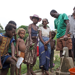 Accès à l'eau potable dans les villages de brousse