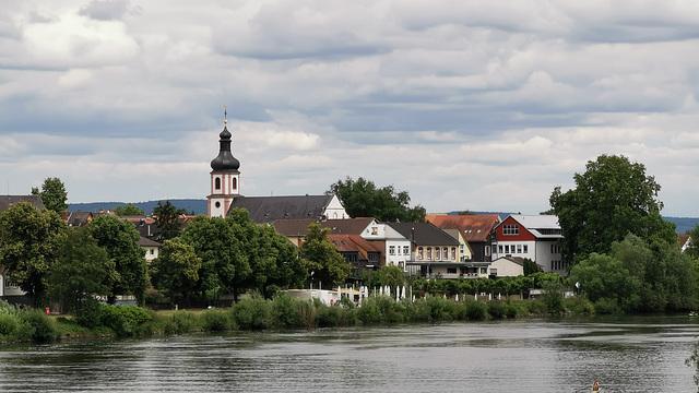 Mainpromenade Hanau-Großauheim - Jakobuskirche