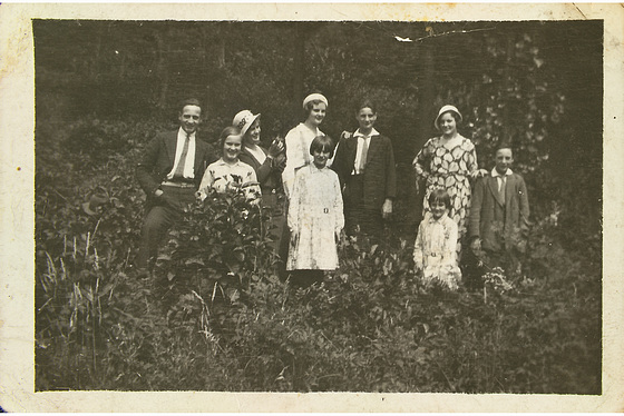 1925 my mother with here brothers and sisters