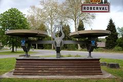 le petit village de Roberval ( dans l' oise ) et son emblème à l' entrée du village .....