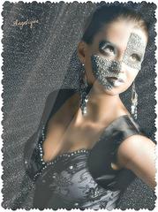 Un jour par an, le Mardi gras par exemple, les hommes devraient retirer leur masque des autres jours.