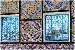 Tunisi : Finestre e piastrelle sui tetti della Medina