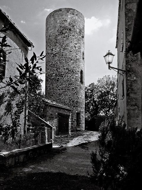 Valmarecchia -Maciano (Pennabilli); borgo medioevale con resti del castello.  -  Maciano's medieval village, in Pennabilli municipality, along Marecchia river valley.