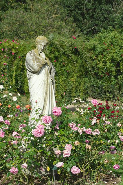 Statue at Le Jardin des Plantes, Rennes