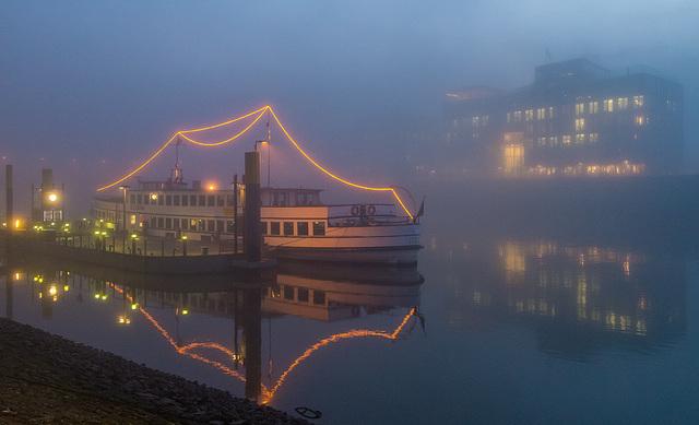 Martini pier (fog)