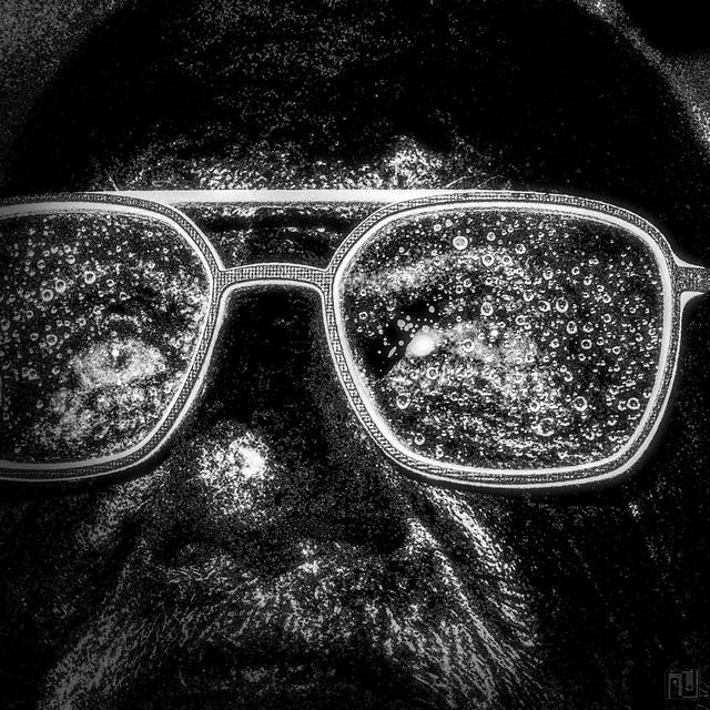 H@ve a look @ the way, Le regard au charbon