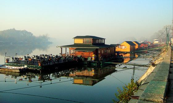 Morning silence on Belgrade rafts
