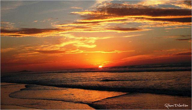 crépuscule 1 .  On adore plutôt le soleil levant que le soleil couchant