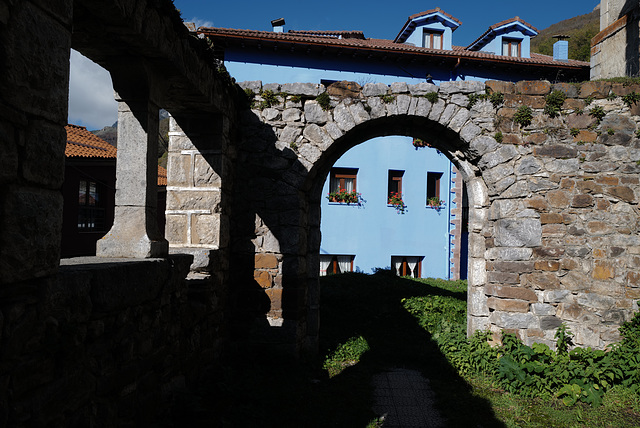 Picos de Europa, Espinama, Iglesia Vieja, From both sides of the Arch