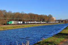 Camionnettes le long de la Moselle