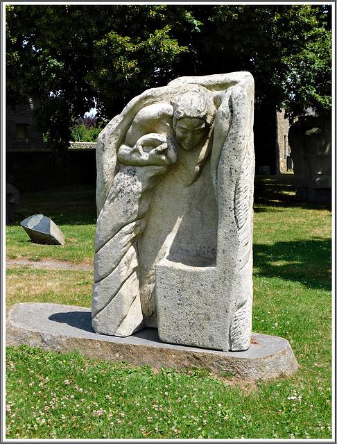 Sculpture au jardin de granit à Lanhélen en Bretagne
