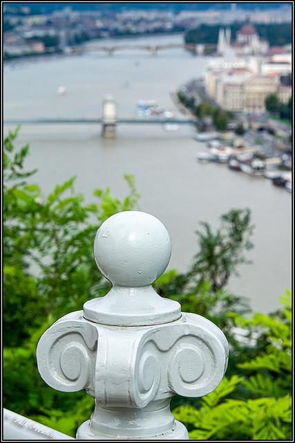HFF - Geländerknauf über der Donau
