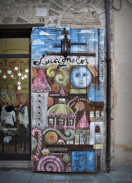 Porta a GUBBIO (Umbria)