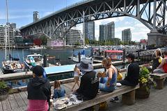 Die Picknick-Bank unter der Brücke