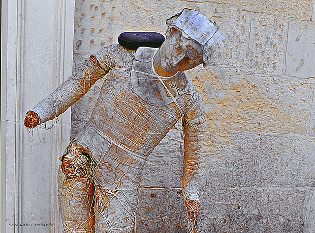 some days is not easy to keep in balance (art of paper-mache' in Lecce)