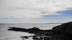 pendant que l'hexagone fond , la Bretagne coule des heures paisibles