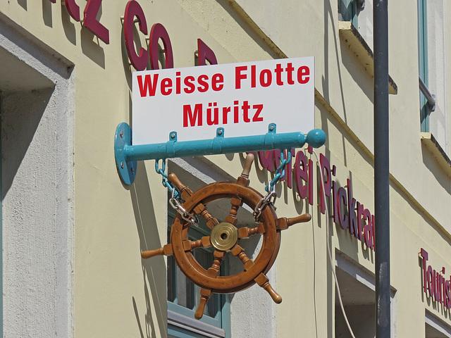 """Nasenschild der """"Weißen Flotte Müritz"""""""