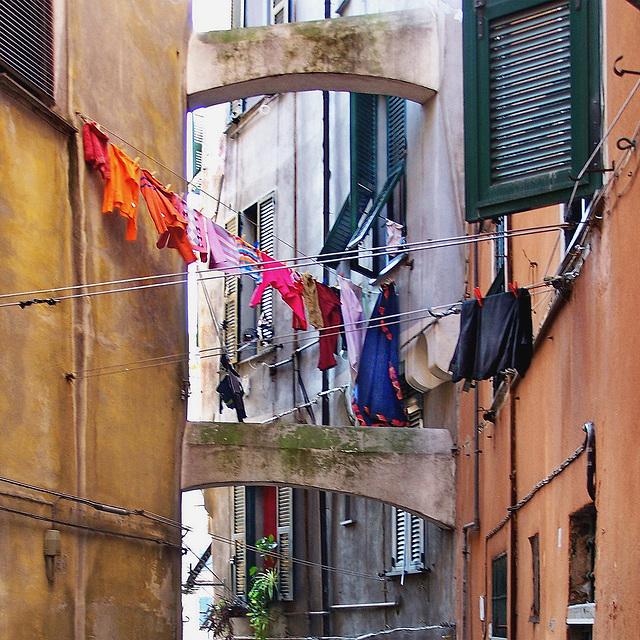 Panni stesi al sole - SPC 4/2018 - 5° place - Genova centro storico -