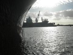 Schiffsrumpf und Werft