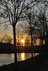 Coucher de soleil sur le lac à Belveze du Razes