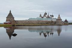 Спасо-Преображенский Соловецкий монастырь со стороны Святого озера (с юго-востока)