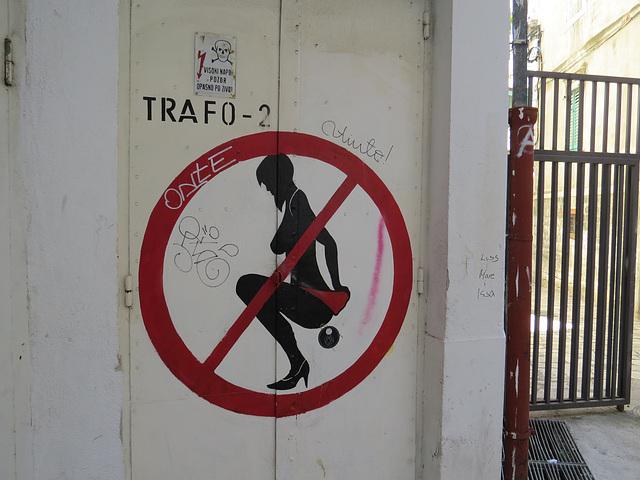 Split : panneau devant une discothèque, 1.