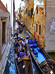 Venezia l´amore mio - Gondelstau - Jam of Gondolas - View on black please