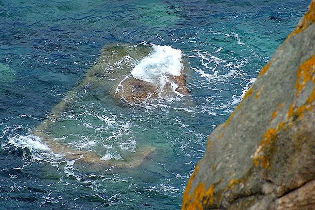 La mer au bas des falaises, si claire
