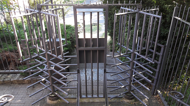 No free entry