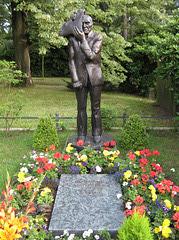 Wolfgang Mattheuer: pentristo kaj skulptisto (lia tombo)
