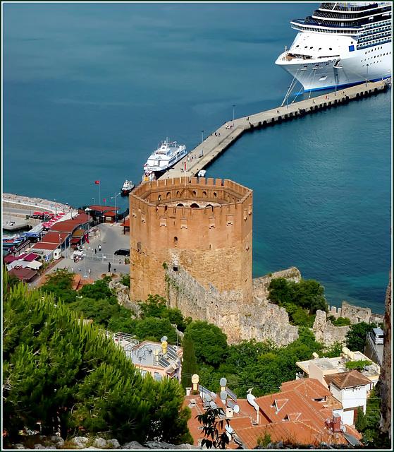 Alanya  : la torre e il porto visti dal promontorio