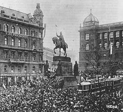 Popola manifestacio en Prago la 28-an de oktobro 1918