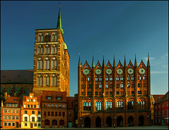 Rathausfassade in später Abendsonne