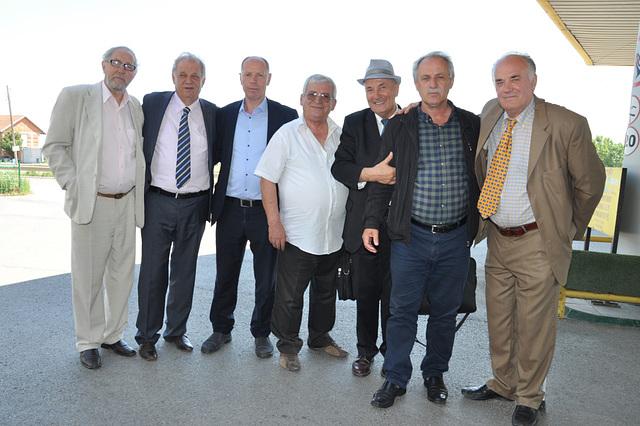 Bardhyli pozon me miqte ne Fushe Kosove 1 (2)