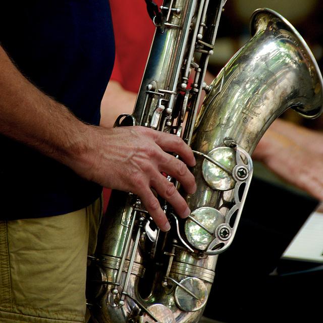 Hand am Saxophon