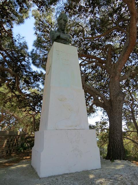 Colline de Marjan : monument près de l'observatoire.