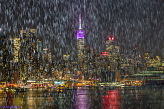 It's Raining Purple in NEW YORK ..........Está lloviendo MORADO en NUEVA YORK........( PRINCE R.I.P.)