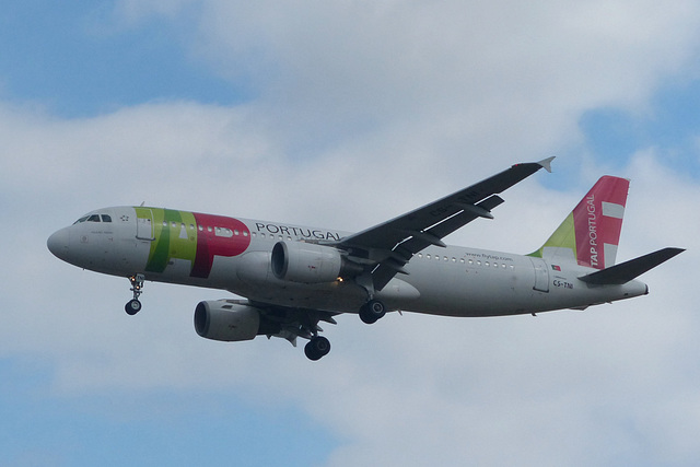 CS-TNI approaching Heathrow - 8 July 2017