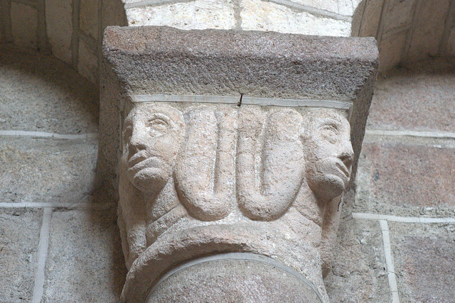 Chapiteau de l'abbatiale de Solignac