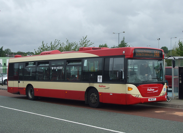 DSCF7792 Halton Borough Transport 93 (MIG 8177, YT09 BKZ) in Widnes - 16 Jun 2017