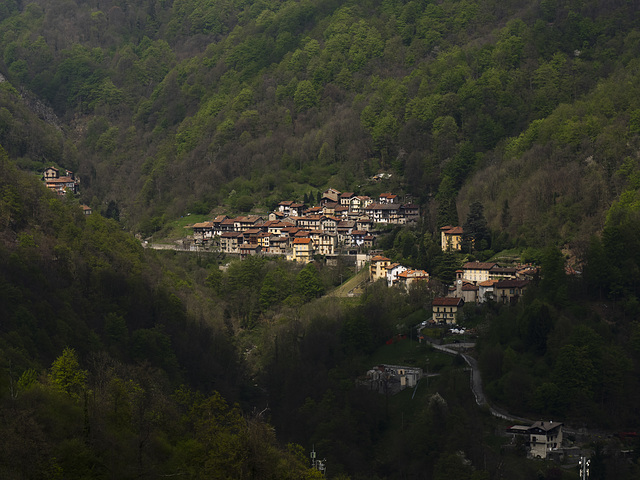 From Riabella, view overlooking the village of Rialmosso, other side of Cervo Valley