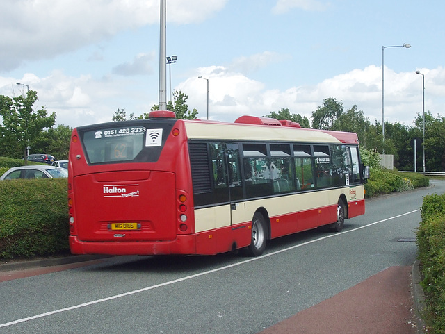 DSCF7705 Halton Borough Transport 83 (MIG 8163, YT09 BKG) in Widnes - 15 Jun 2017