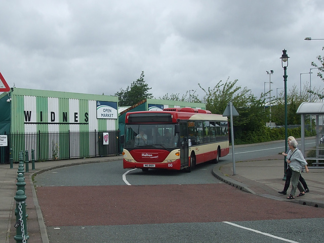 DSCF7801 Halton Borough Transport 86 (MIG 8169, YT09 BKL) in Widnes - 16 Jun 2017