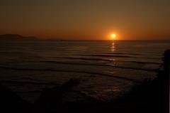 Puesta de sol sobre el horizonte del mar Cantábrico, en el golfo de Bizkaia