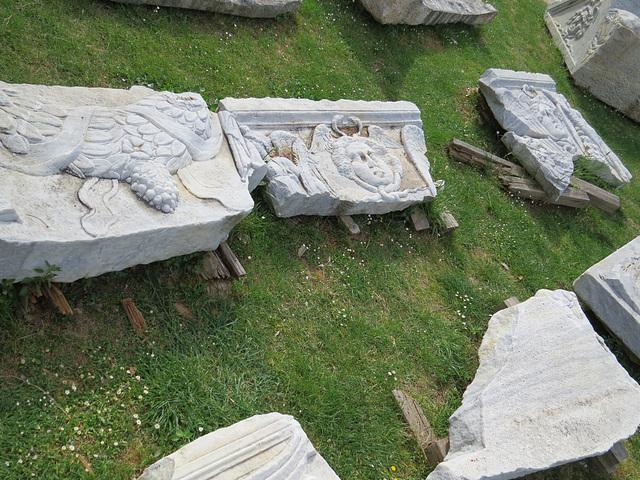 Manastirine : décorations de sarcophages.