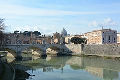Roma, Ponte Vittorio Emanuele II sul Tevere e la Cupola della Cattedrale di Saint-Pietre