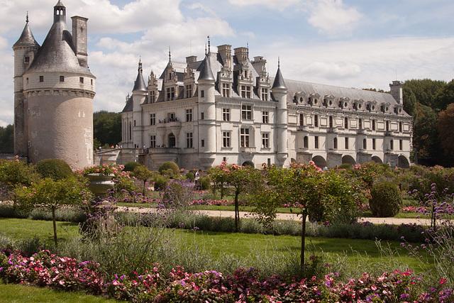 La Tour des Marques and Château de Chenonceau