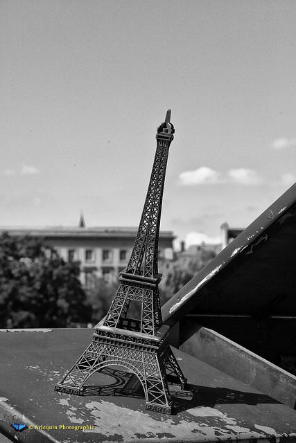 La tour inclinée à Paris - inclinaison caractéristique