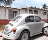 VW et barbelées en passant / Coccinelle con alambre de espino